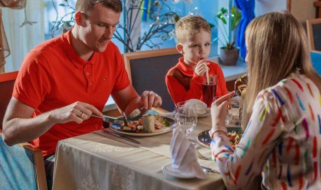 Koos perega lõunatama